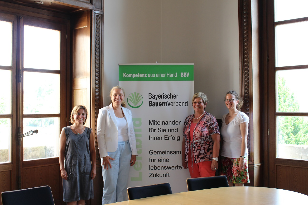 Doris Wagner mit Birgit Zipfel (Grüne Bayern) zu Besuch bei den Bayerischen Landfrauen. Vorsitzende Anneliese Göller und Geschäftsführerin Dr. Andrea Fuß.
