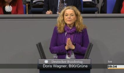 Doris Wagner hält eine Rede im Bundestag