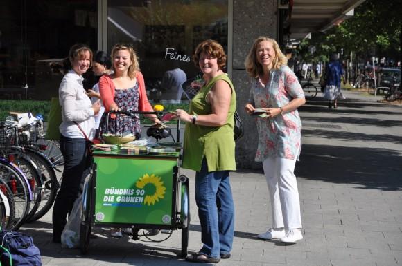 Doris Wagner mit Jutta Koller, Stadträtin und Katharina Schulze, Stadtvorsitzende