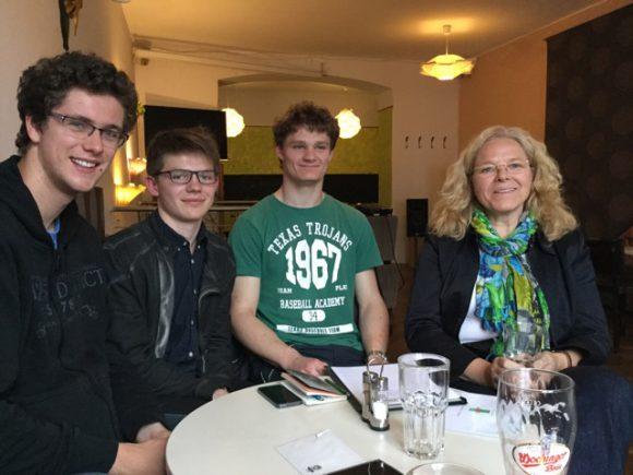 Felix Weiss, Johannes Müller und Michael Langwieder mit Doris Wagner