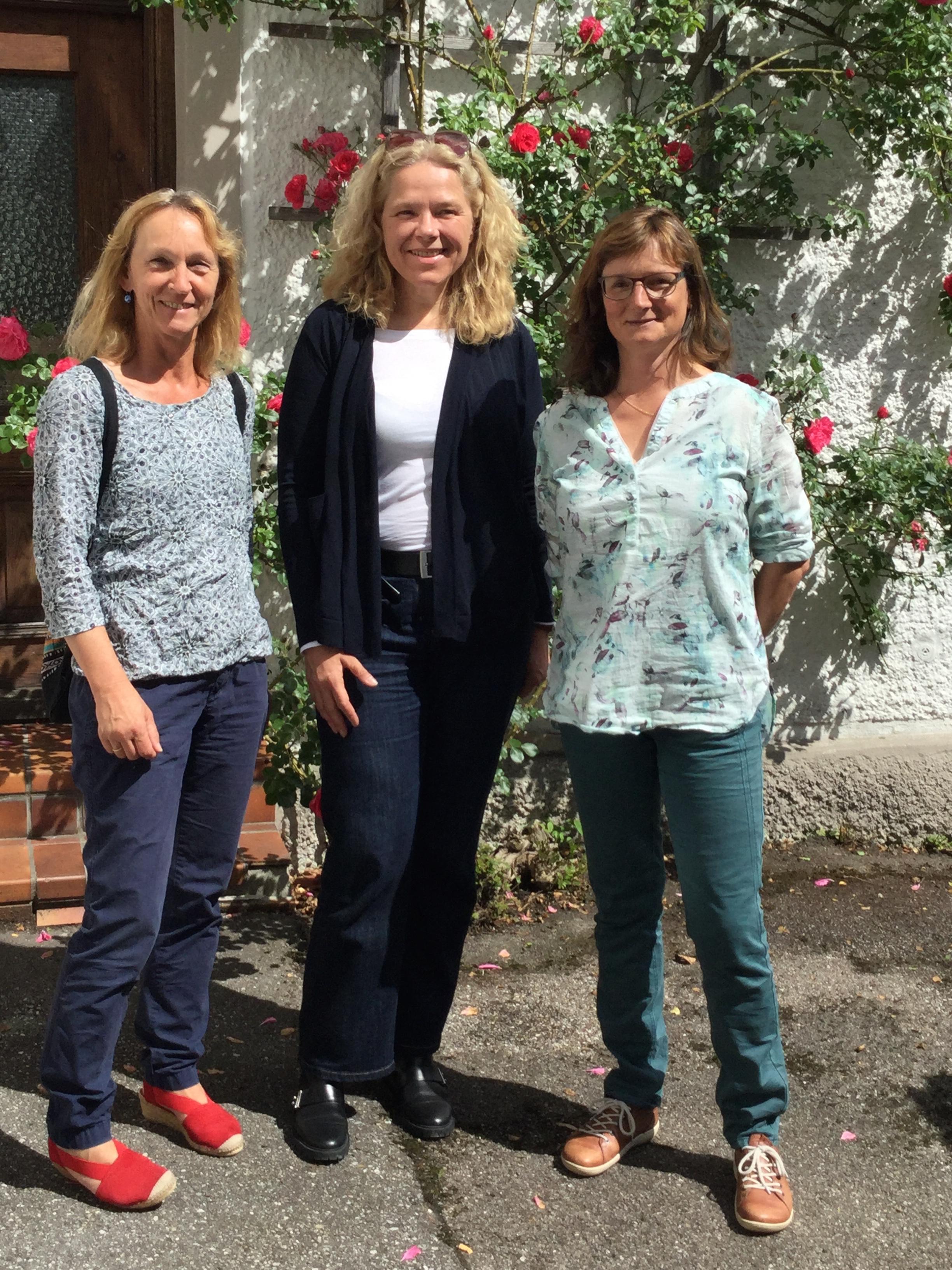 Doris Wagner mit den Siegsdorfer Gemeinderätinnen, Marlis Neuhierl-Huber und Karin Neumann
