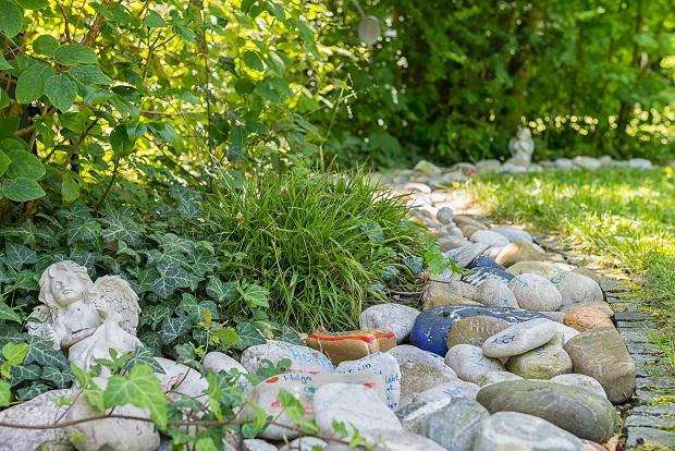 Fluss der Erinnerung im Garten des Hospiz