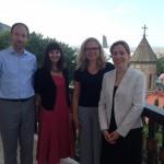 Treffen mit der deutschen Botschafterin in Georgien, Bettina Cadenbach. Hier mit Tobias Pietz und Luisa Lampe-Traupe von zif