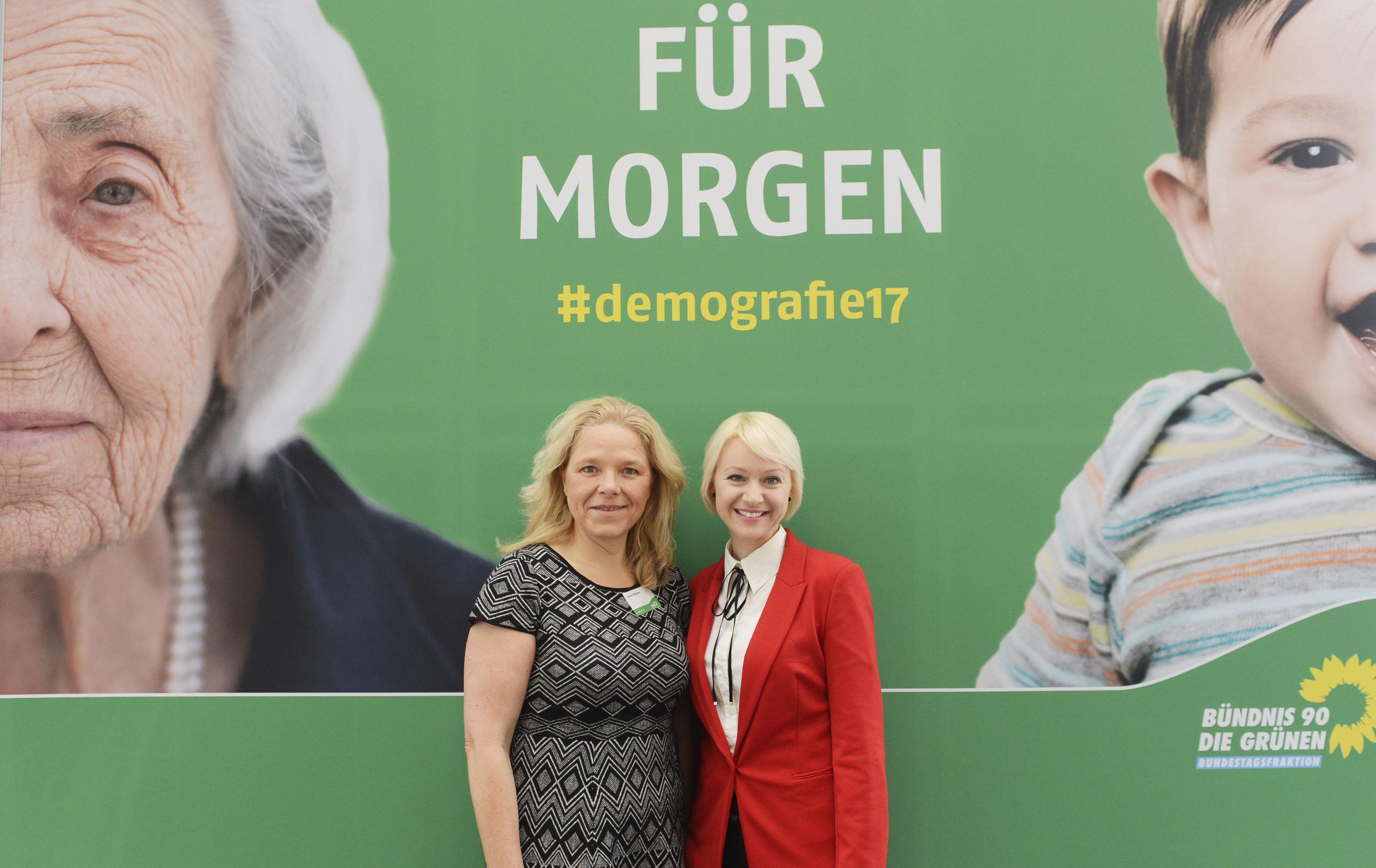 Doris Wagner und Moderatorin Katrin Neumann bei der Demografie-Konferenz der Grünen Bundestagsfraktion am 10. Februar in Berlin